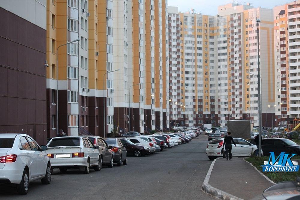 В оренбургских новостройках становится  сложнее найти место для парковки