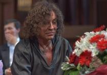 Валерий Леонтьев, который еще недавно до полусмерти напугал своих бесконечных почитателей сильнейшей пневмонией, показал в четверг Москве своего Ангела-Хранителя