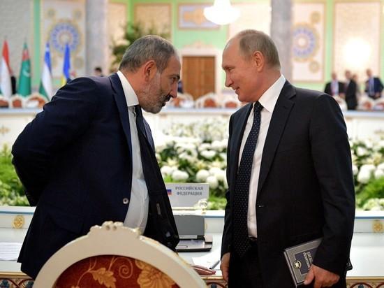 Путин зачитался книгой в разгар саммита СНГ