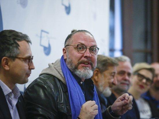Юрий Грымов посоветовал псковичам перекрасить областной театр драмы
