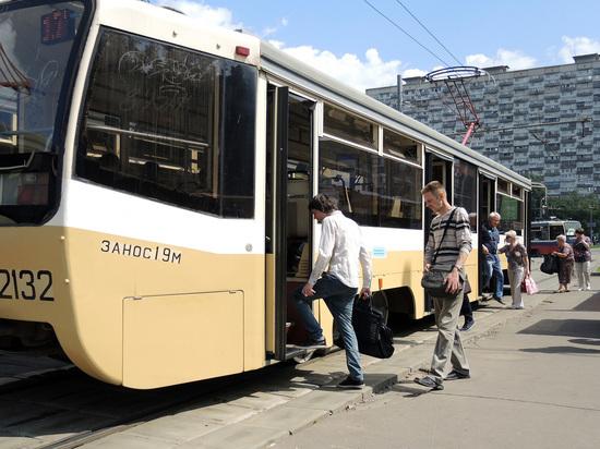 Замыкание на Волоколамке: трамваи крадутся через столбы пламени