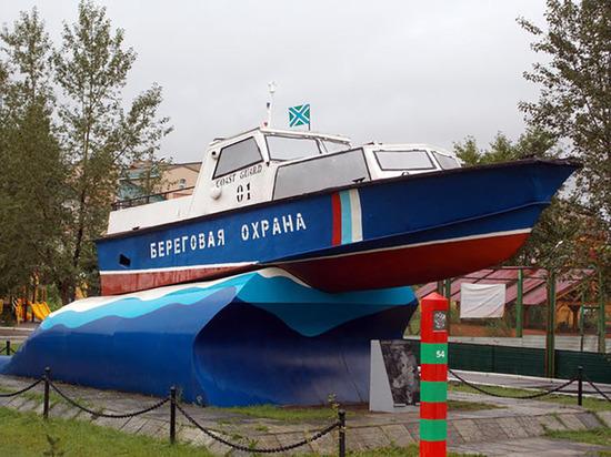 Единороссы решили украсить Псковский кремль пограничным катером