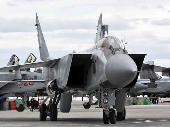 Появились фото перехватчика МиГ-31 с «убийцей спутников»