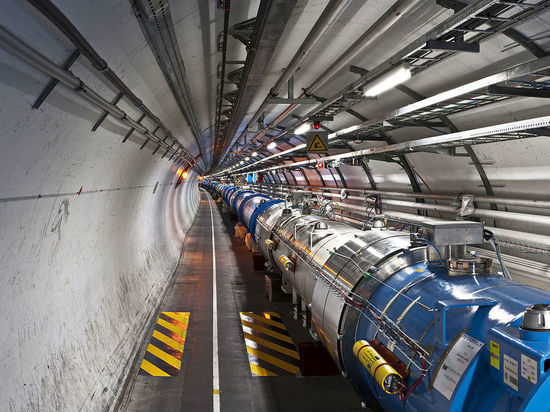 Эксперименты на коллайдере способны уничтожить Землю, заявил космолог