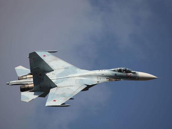 ВМС Украины показали пролет российского Су-27 возле их кораблей