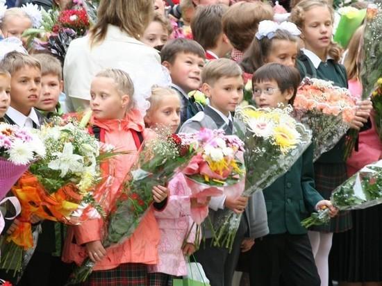 Букет ко Дню учителя обойдется москвичам в 800-1000 рублей