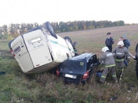 Трое погибли в ДТП с микроавтобусом в Чувашии