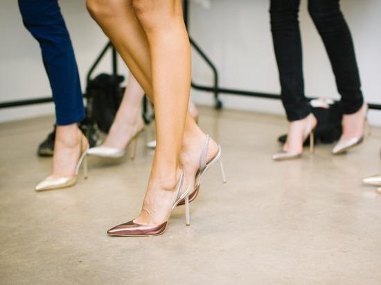 Роскачество проверило безопасность женских туфель