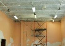 Подрядчик бросил начатый ремонт в школе Бесовца, оставив детям сломанные полы и стены