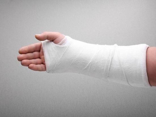 В Улан-Удэ девочка три часа просидела на продленке со сломанной рукой