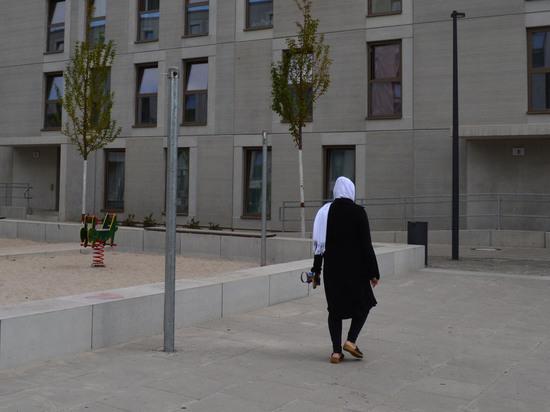 История сирийской Ангелы и иранских лютеран: тепло ли беженцам под крылом Меркель