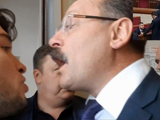 Это произошло после того, как корреспондент уличил нардепа Олега Барну в фальсификациях голосования