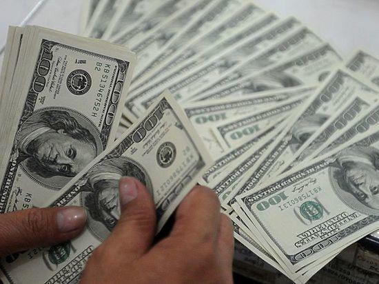 Орешкин не исключил падения доллара ниже 64 рублей