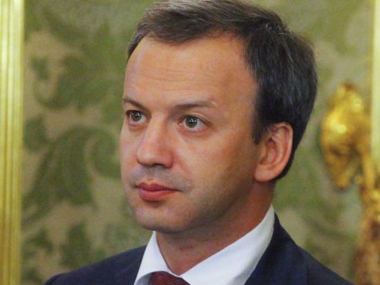 На этом посту он сменил прежнего главу FIDE - Илюжминова