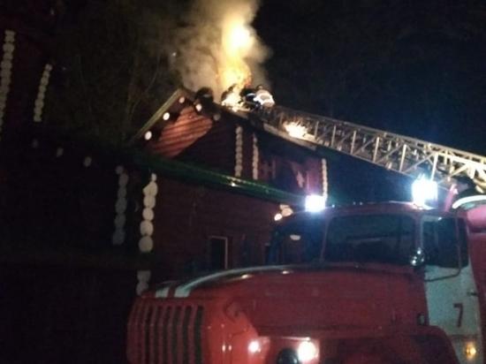Последствия пожара в храме на Ганиной Яме устраняли несколько часов