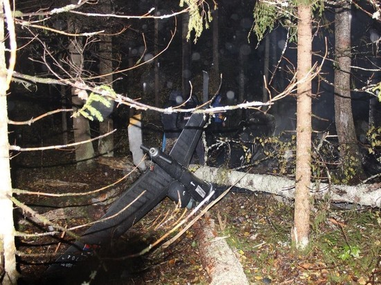Вертолет упал в лесу