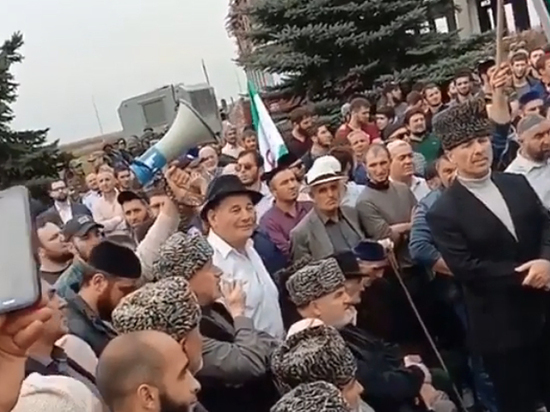 Ингушетия взбунтовалась: Евкурова закидали бутылками, в Магас не пустили войска