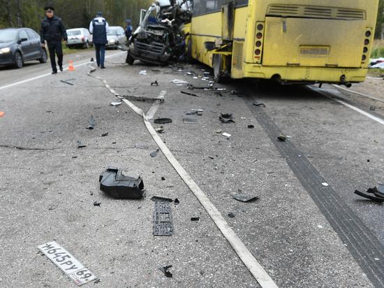 Опубликовано видео с места страшного ДТП с автобусом под Тверью