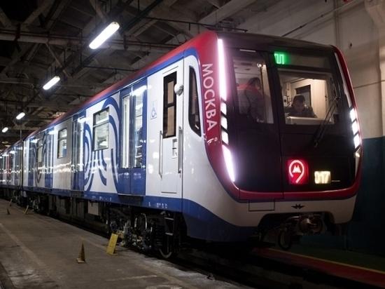 """На станции """"Баррикадная"""" 19-летний москвич прыгнул под поезд"""