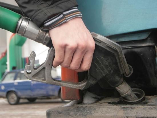Клиенты о топливе, за которое арестовали главу автозаправок «Сибирьнефть»: «Разъедает двигатель»