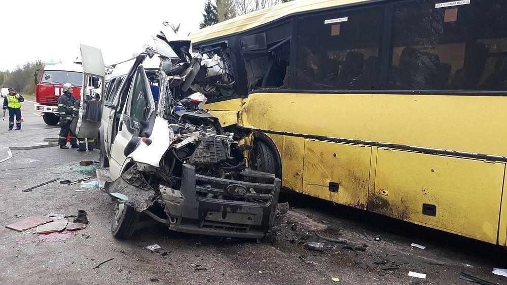 Страшная авария с автобусами под Тверью унесла жизни 13 человек