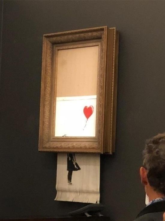 Картина Бэнкси, проданная на аукционе Sotheby's за $1,1 млн, самоуничтожилась