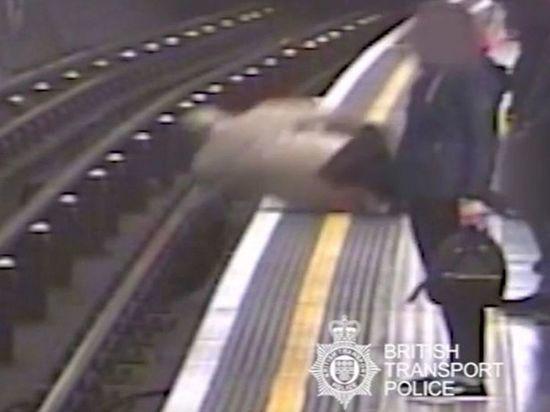 Шизофреник толкнул под поезд лондонского метро экс-главу Евротоннеля