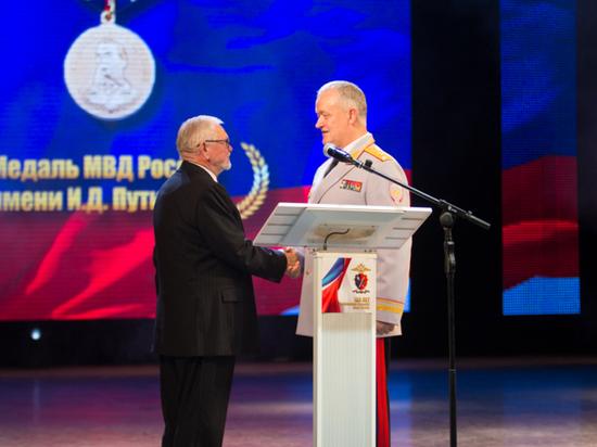Министра МВД Бурятии наградили за борьбу с преступностью