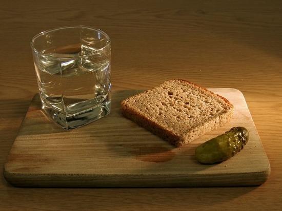 Водка подорожает на 10 рублей, но пить меньше не станут