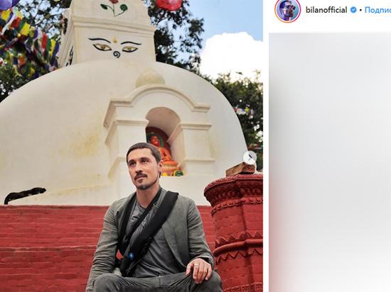 Он учится медитировать в Тибете и Непале