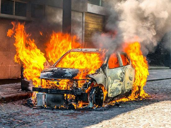 "На севере Тамбова загорелся автомобиль ""Крайслер"""