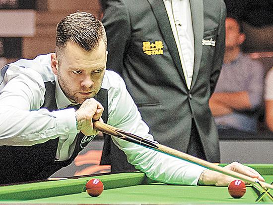Английский снукерист в финале European Masters переиграл соотечественника Джо Перри