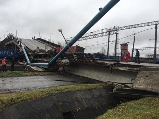 ВПриамурье под тяжестью самосвала мост рухнул нажелезную дорогу