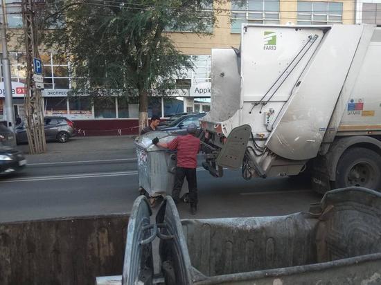 Количество мусоровывозящей техники в области превысило 350 единиц