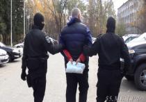 Спецназ в Омске штурмом взял квартиру извращенца