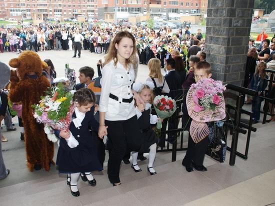 Директор объяснила памятку об авторитарной структуре и повиновении в школе