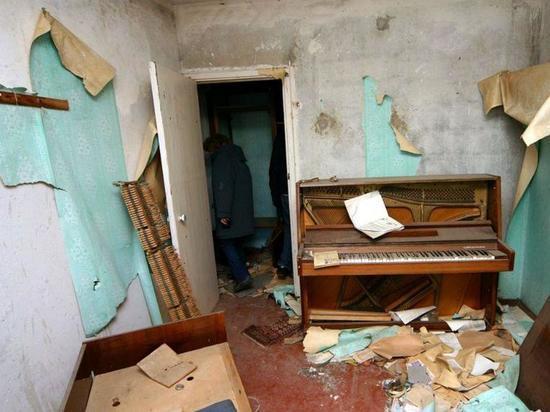 В Барнауле за десять тысяч рублей в месяц сдается «убитая в хлам» квартира
