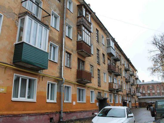 В Кирове на 90-летнюю старушку упал потолок
