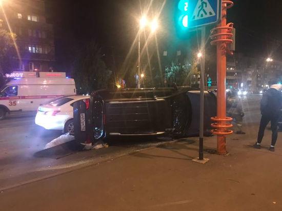 В Кемерове иномарка перевернулась в серьёзном ДТП на пешеходном переходе