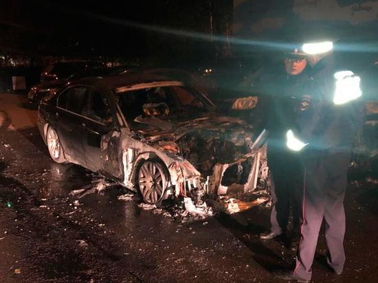 Московский депутат рассказал, кто мог поджечь его машину