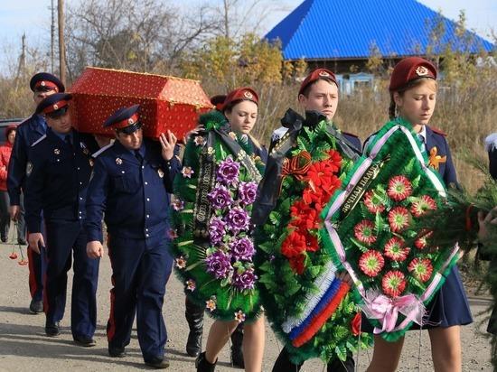 Останки солдата с именным медальоном, уроженца Алтайского края, привезли из Карелии