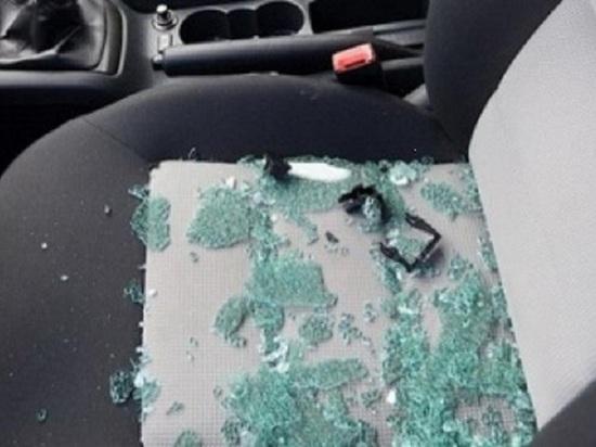Из-за ссоры в Калмыкии пострадало стекло иномарки