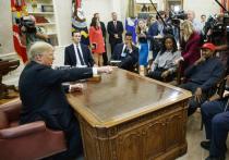 Популярный американский рэпер и композитор Канье Уэст встретился с президентом Дональдом Трампом в его рабочем кабинете в Белом доме