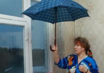 В Петербурге рабочие разобрали кровлю жилого домов и ушли