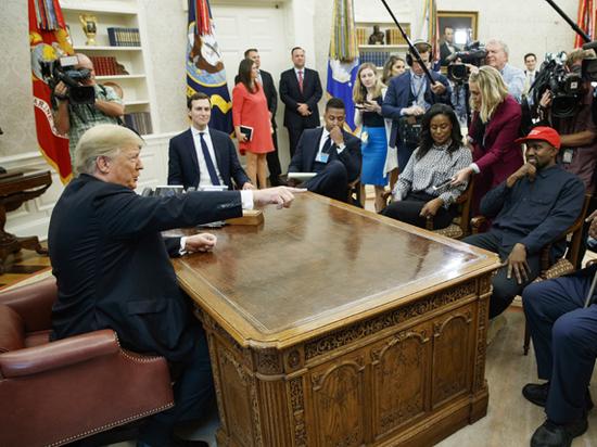 Канье Уэст выругался в Белом доме и насмешил Трампа