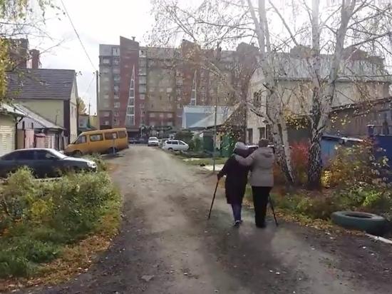 Пожилая омичка хочет строить на свою пенсию тротуар для дочери с ДЦП