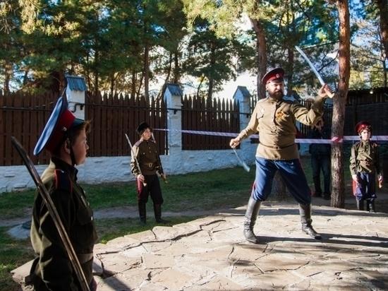 Участников туристического форума в Волгограде научили рубить лозу