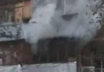 В Оренбурге на Карагандинской горела квартира, есть пострадавший