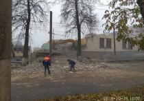 В Кирове на проезжую часть упала стена здания