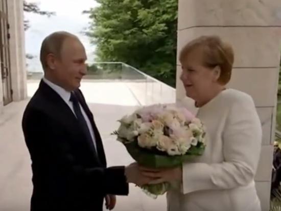 Экс-глава протокола Кремля раскрыл секрет подаренного Путиным Меркель букета
